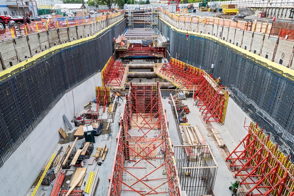 Media File No. 243470 PERI TRIO, VARIO GT 24, SB Brace Frame, MULTIFLEX, MULTIPROP and PERI UP formwork and scaffold systems supplemented the comprehensive project solution.