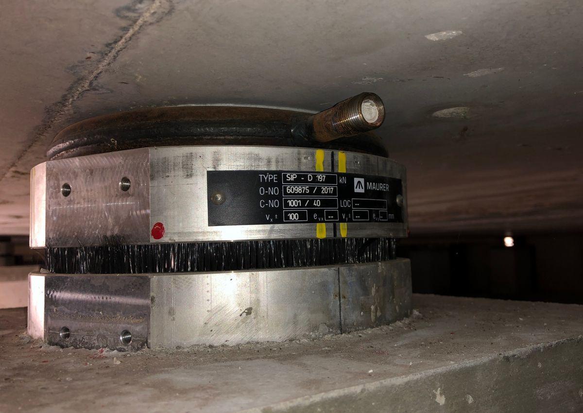 Bild Nr. 317642 Eines der Doppelgleitpendellager: Sie haben oben und unten eine gekrümmte Gleitfläche.
