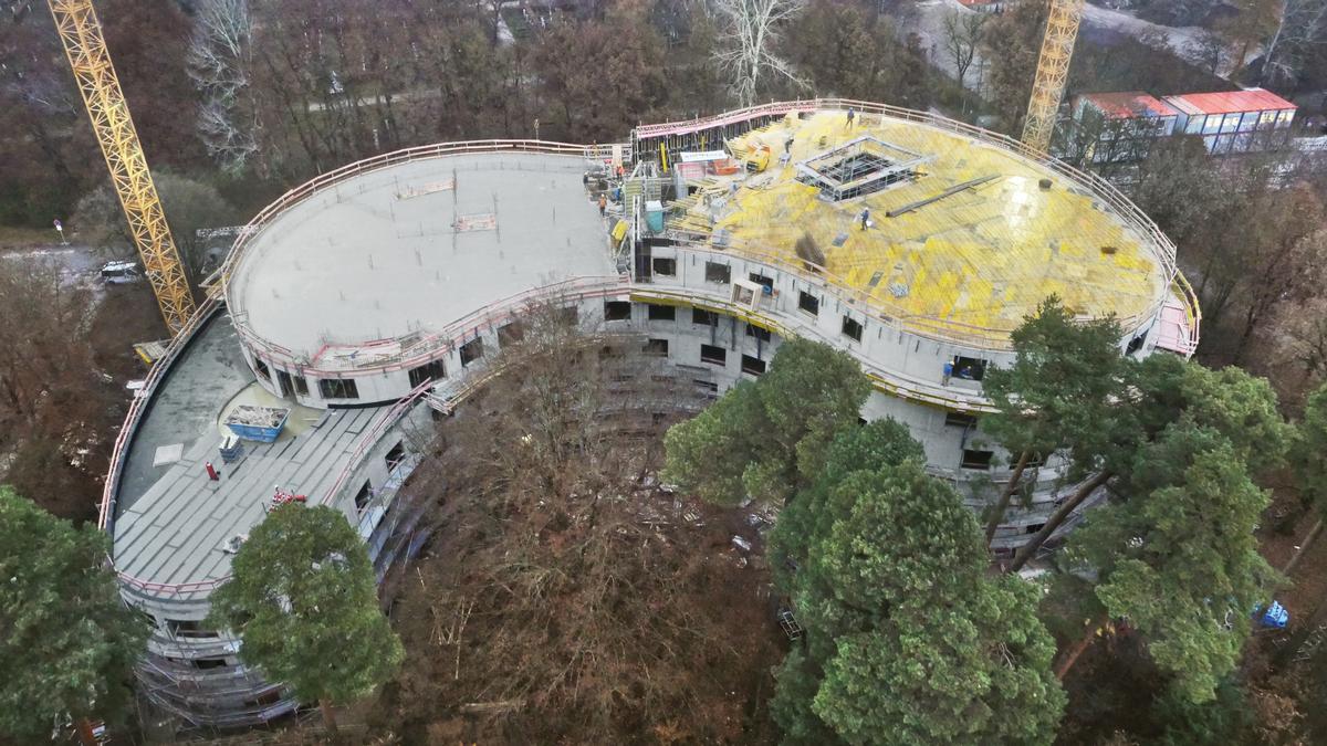 Kein einziger rechter Winkel, keine einzige gerade Außenwand – die Gebäudehülle des Föhrenparks ist ausschließlich rund