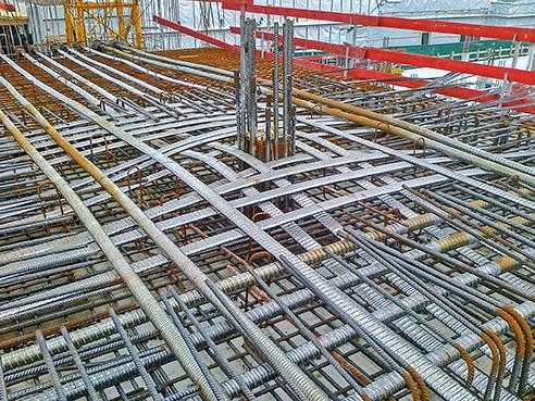 Die Litzenspannsysteme werden in runden, die Ovalspannglieder in ovalen Hüllrohren geführt. Die Litzenspannsysteme werden in runden, die Ovalspannglieder in ovalen Hüllrohren geführt.