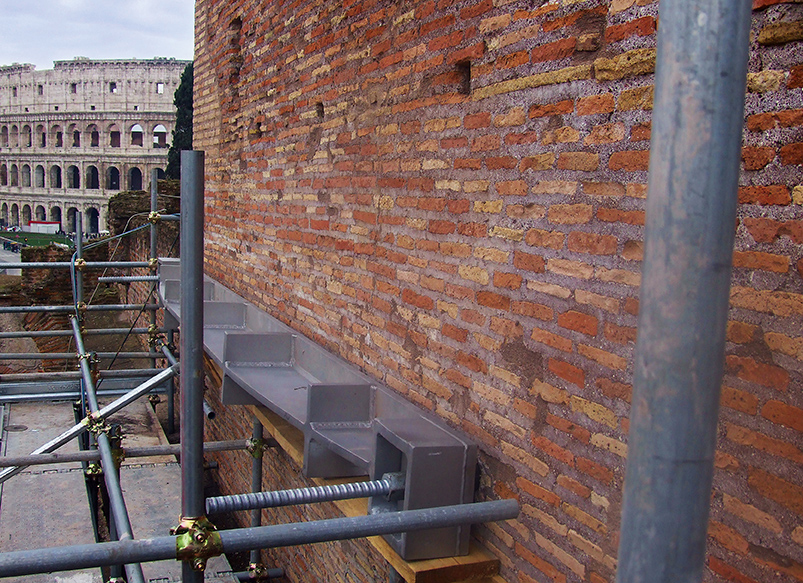 The AISI 316 steel anchor plates were specially designed for this project.