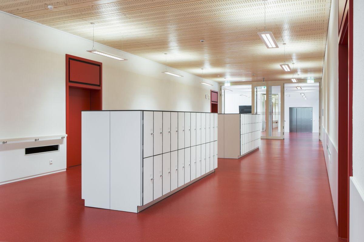 Lycée technique pour professions de santé Le Lycée technique pour professions de santé a reçu un certificat environnemental selon la norme suisse de construction Minergie-P-Eco.
