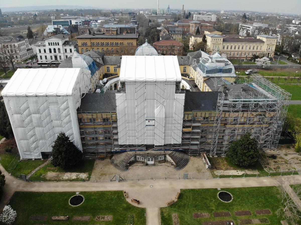 Besondere denkmalpflegerische Sorgfalt Für das Baudenkmal Schloss Poppelsdorf ist besondere denkmalpflegerische Sorgfalt gefordert.