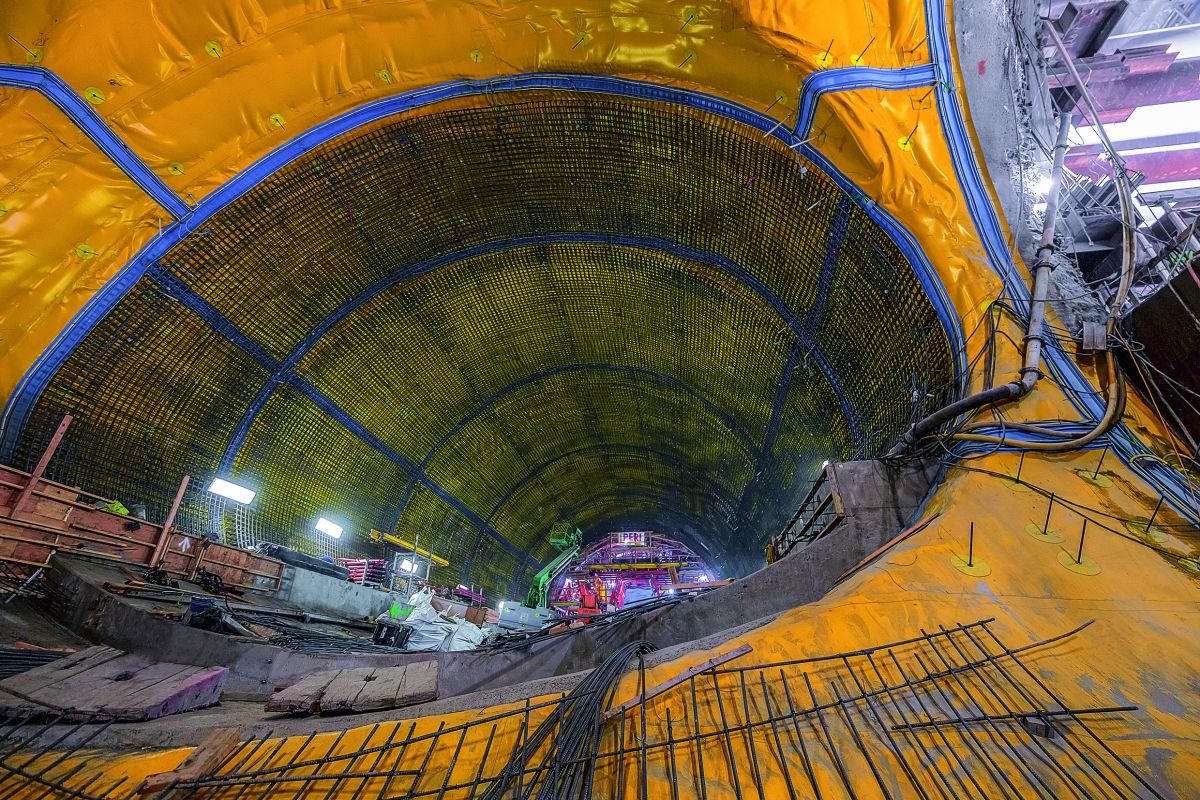 The oval-shaped underground structure measures 15 m in diameter and is 60 m long.