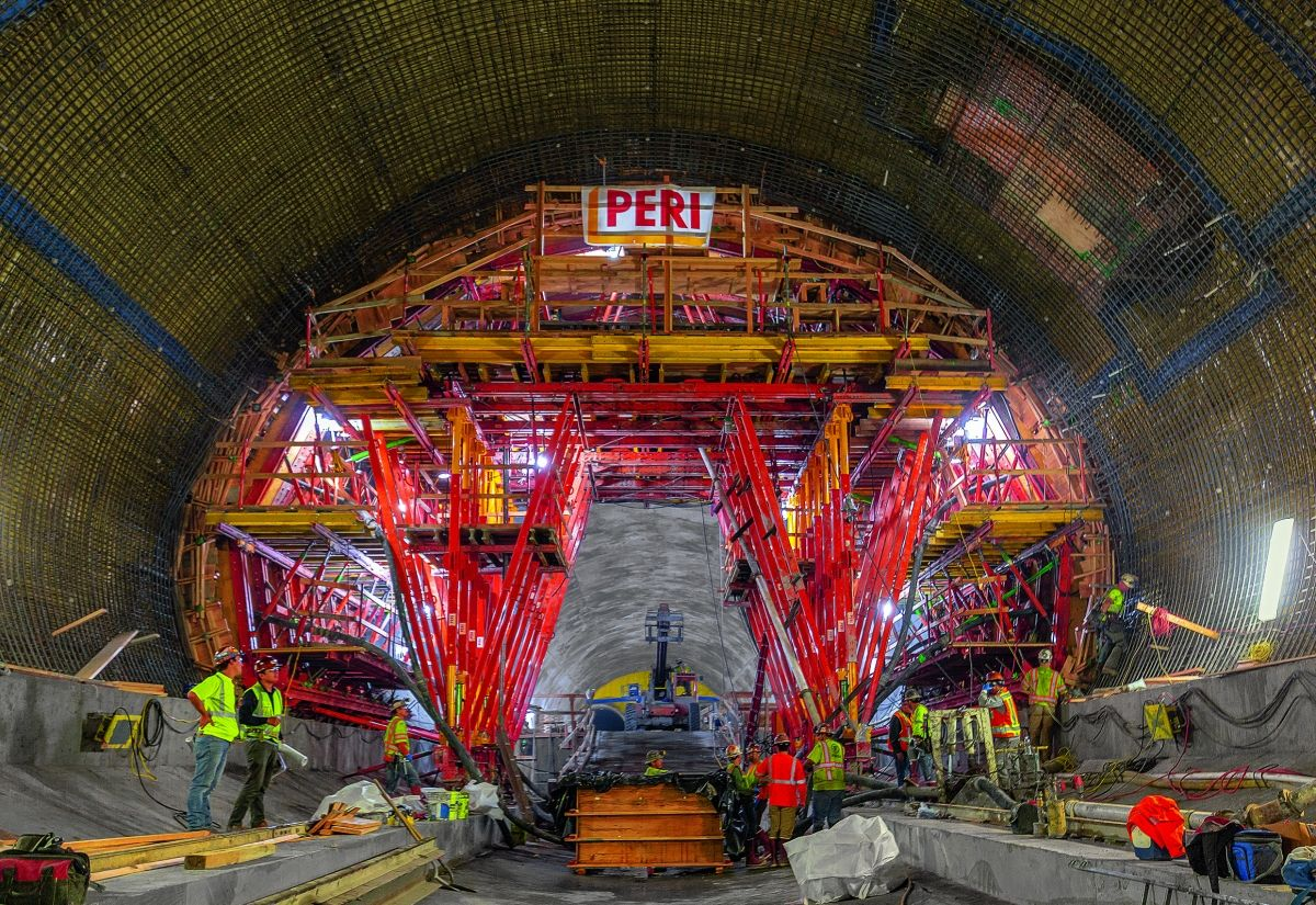 Media File No. 320372 The high load-bearing capacity of the system components facilitated the safe transfer of large loads while allowing flexible adaptation to accommodate the challenging tunnel cross-section.