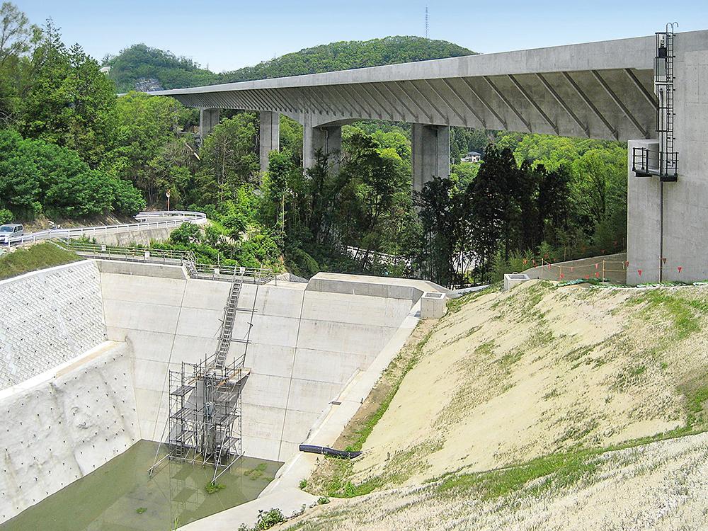 Die Gunkai-gawa-Brücke verbindet die Städte Toyota und Okazaki.
