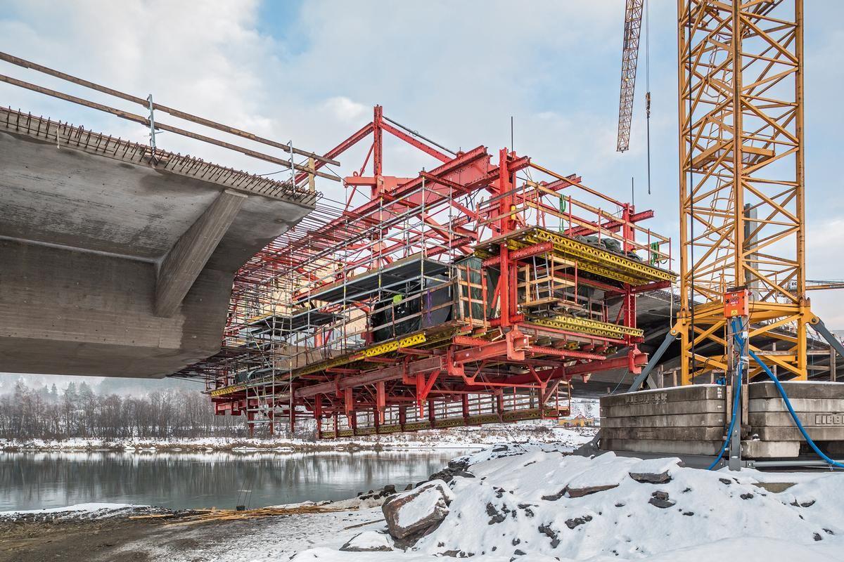 Einfache Verbindungsmittel und die Kompatibilität des VARIOKIT-Ingenieurbaukastens mit dem Modulgerüst PERI UP ermöglichen sichere Zugänge und Arbeitsplattformen in allen Bereichen.