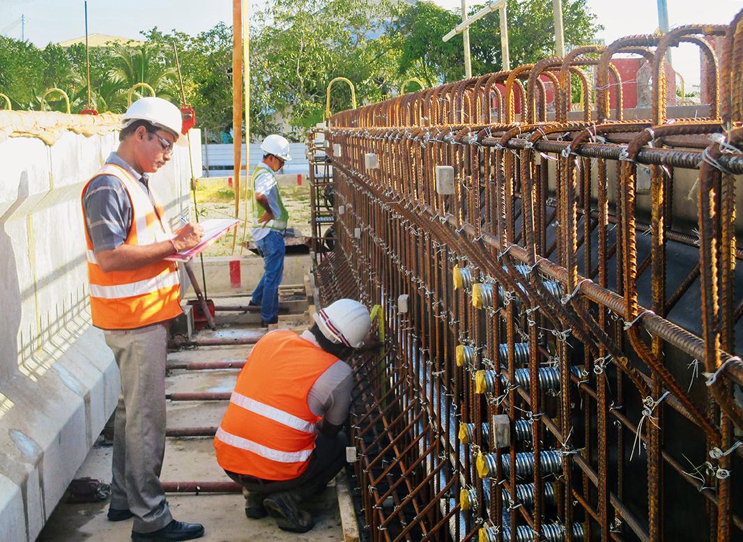 Die Betonfertigteilträger wurden mit Stahlschalungen angefertigt.