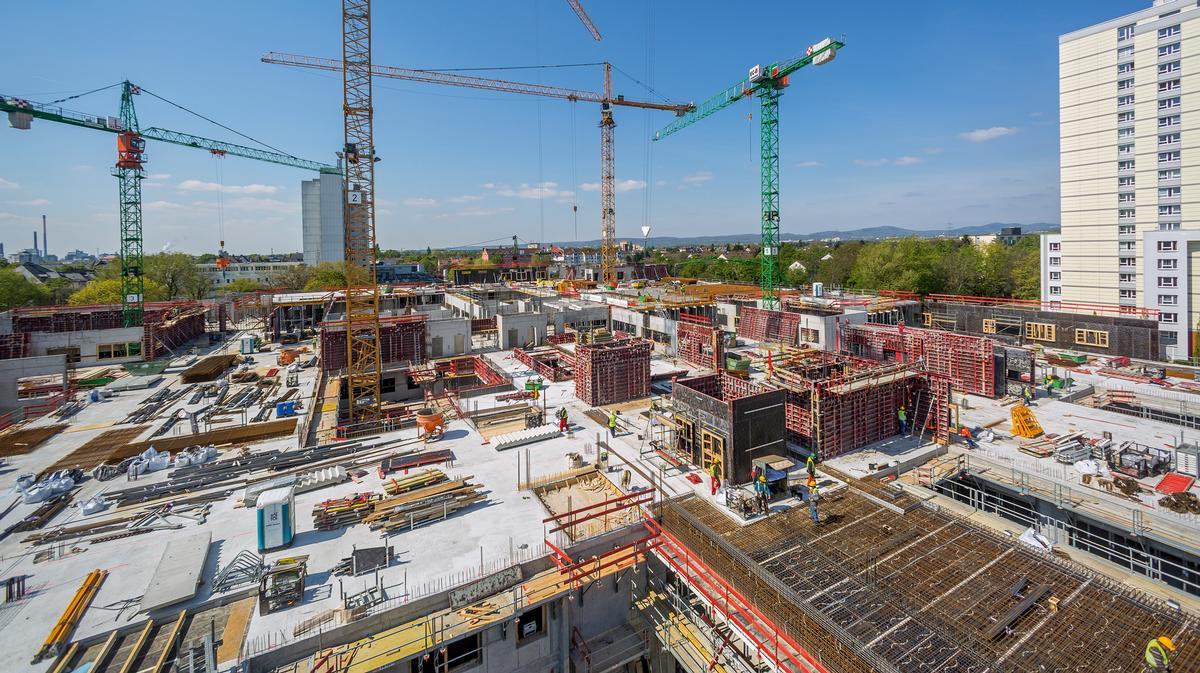 Der Rohbau der ersten europäischen Passivhaus‑Klinik in Frankfurt am Main wird im Herbst 2017 fertiggestellt sein.
