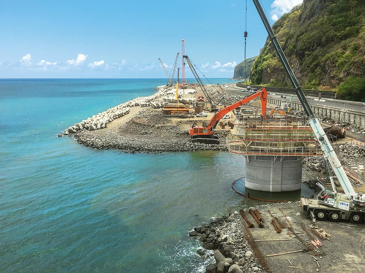 The La Grande Chaloupe Viaduct was built directly on the sea construction site.