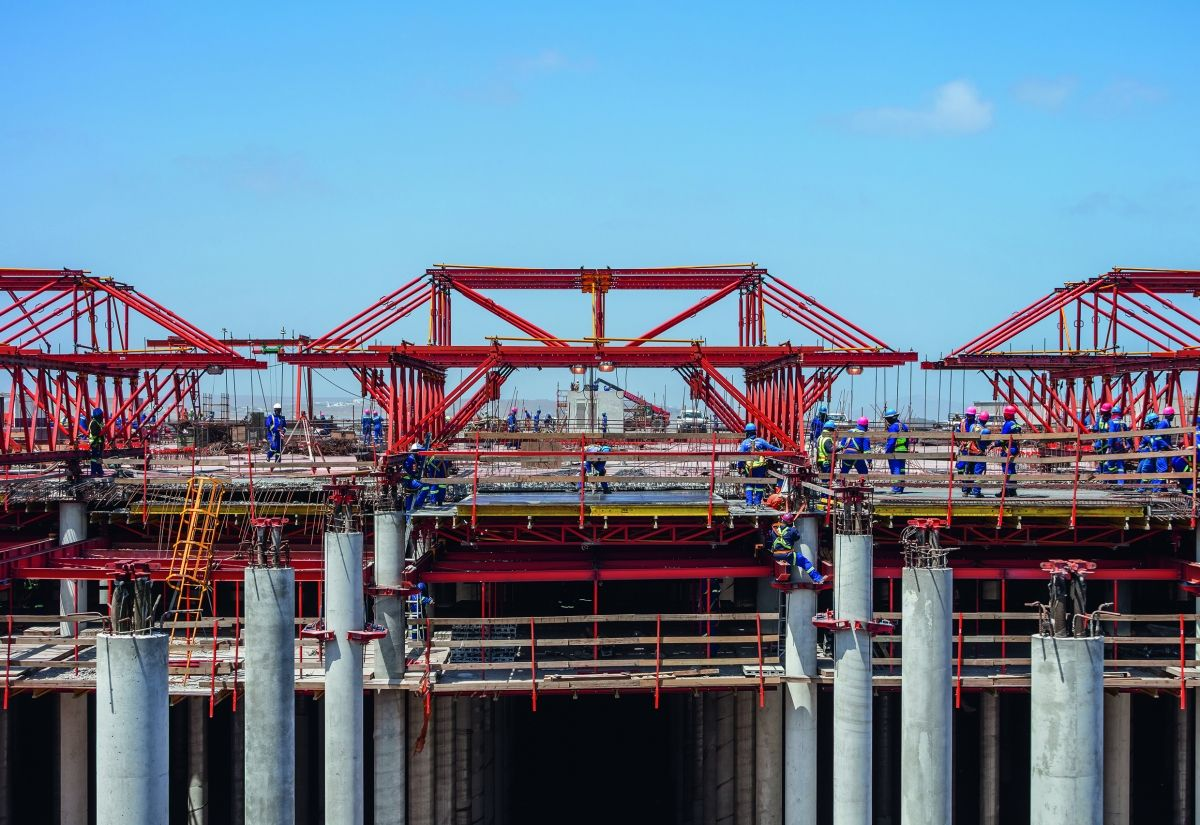 Instead of a conventional slab formwork solution, the engineers designed a construction variant using formwork carriages. Thereby, a framework construction supported the slab formwork.