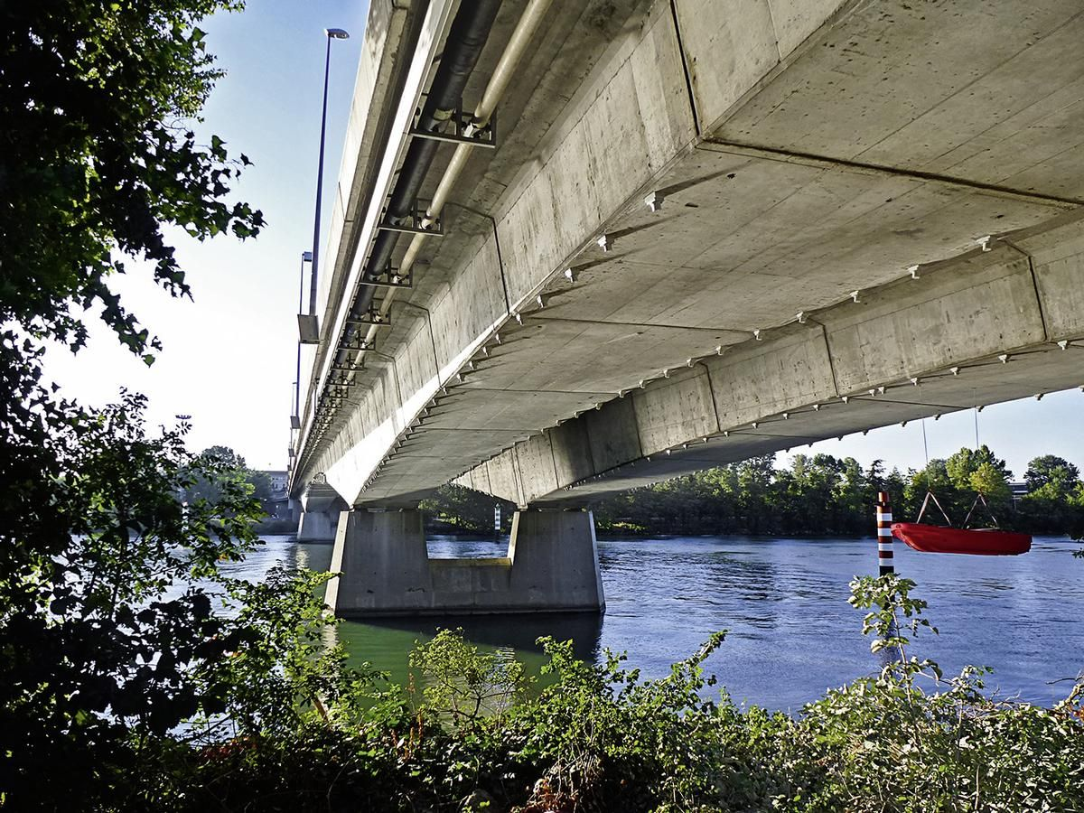 Two identical bridges built between 1973 and 1975 had to be reinforced.