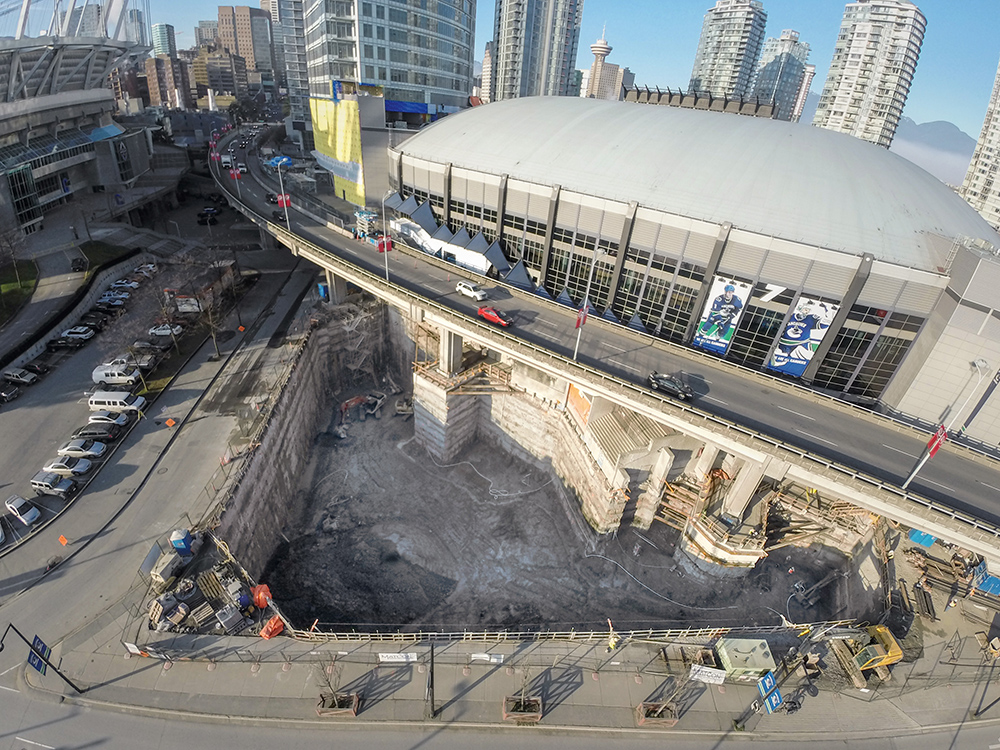 The realization of the excavation for the Rogers Arena South Tower was a special challenge because of the extremely confined space. The realization of the excavation for the Rogers Arena South Tower was a special challenge because of the extremely confined space.