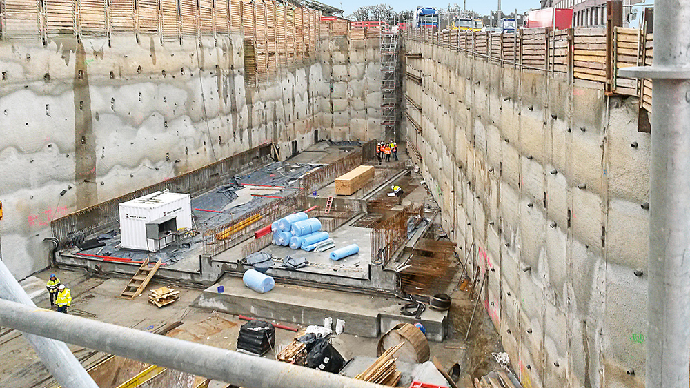 The tunnel excavation at Prague Street is up to 18 m deep.