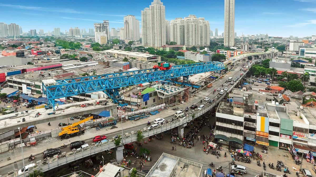 """Im Abschnitt Seskoal der neuen Busstrecke """"Corridor 13"""" in Jakarta wird ein 1.400 m langer Viadukt errichtet. Im Abschnitt Seskoal der neuen Busstrecke """"Corridor 13"""" in Jakarta wird ein 1.400 m langer Viadukt errichtet."""