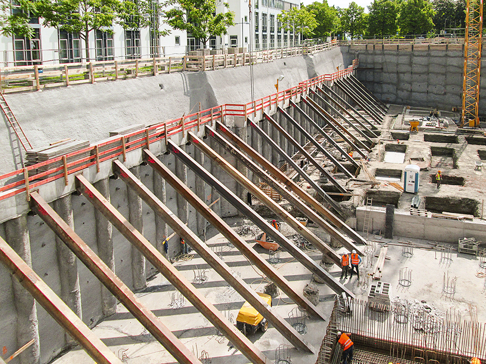 282 temporary strand anchors, 9 – 21 m long, were used for tying the excavation walls back safely