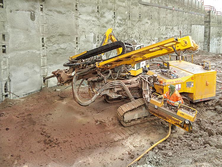 An der Haltestelle Mittnachtstraße wurde die Baugrube mit ca. 13 km temporären Litzenverpressankern gesichert.