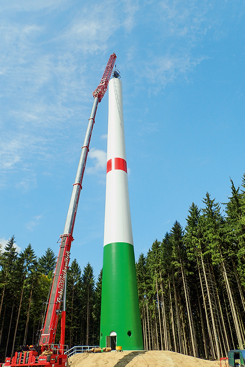 The 60 tendons in lengths of 76 m were installed using a crane.