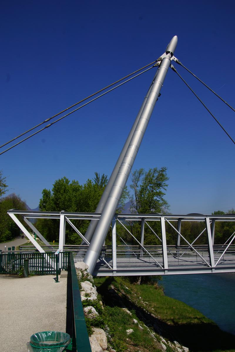 Footbridge across the Drac