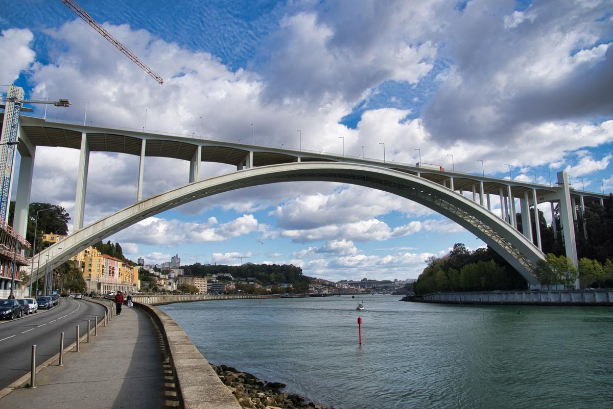 Arrábida-Brücke