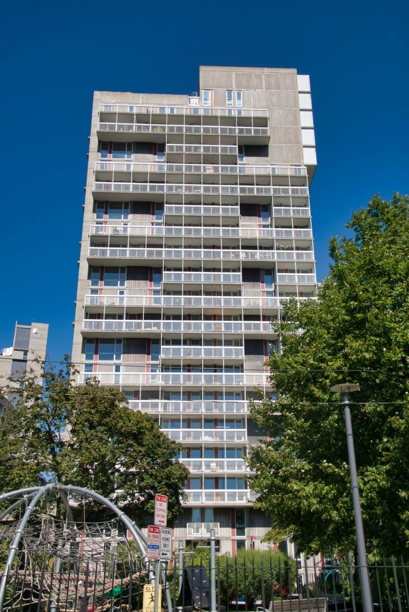 Peabody Terrace Apartments III (Cambridge, 1964) | Structurae