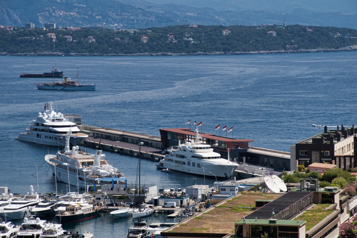 Schwimmpier am Hafen La Condamine