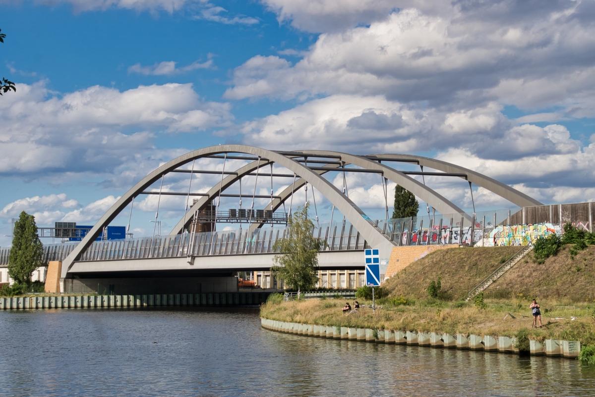 Pont autoroutier sur le canal de Britz
