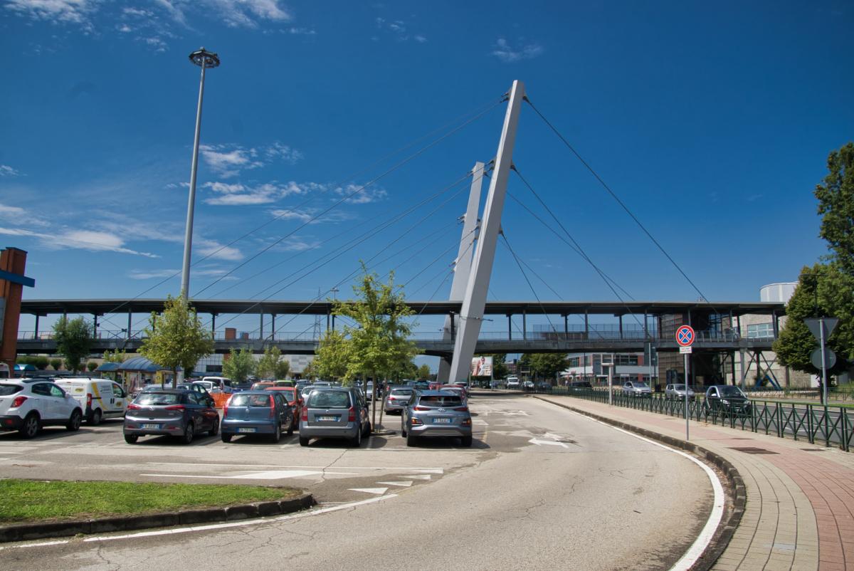 Le Fornaci Mega Mall Skybridge