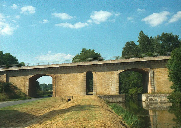 Apremont-sur-Allier Railroad Bridge