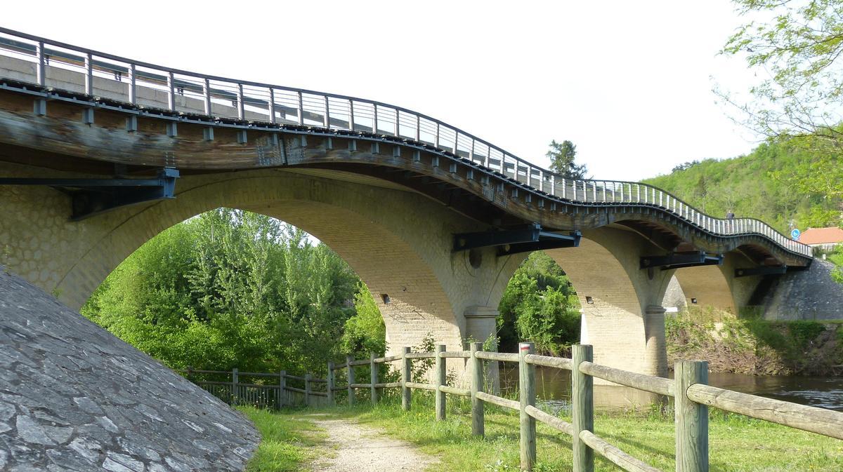 """Pont ondulé, Les Eyzies-de Tayac-Sirieul, 44°56'23.72""""N  1° 0'23.72""""E, Dordogne"""