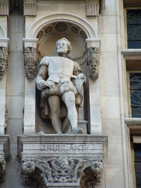 Statue von Jean Bullant, die sich in der Fassade des Hôtel de Ville in Paris befindet