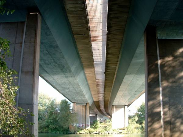 Autoroute A31 Pont CA.MI.FE.MO sur la Moselle.
