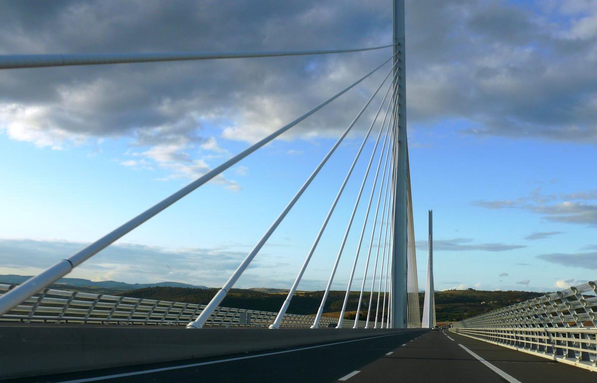 Autoroute A75 - Franchissement du viaduc de Millau