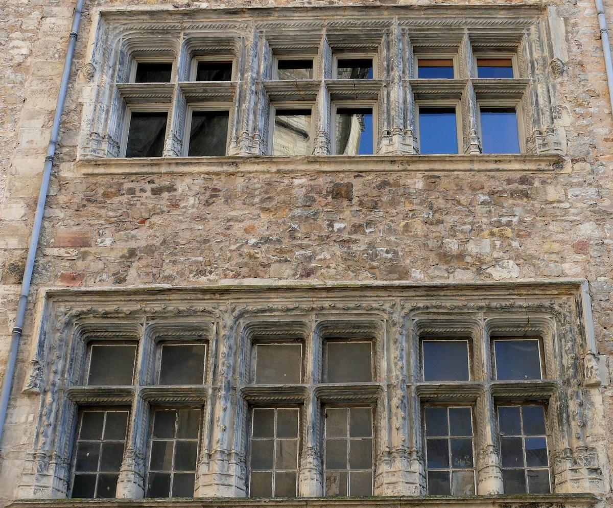 Villefranche-de-Rouergue - Maison Armand - 15 век, place Notre-Dame - Villefranche-de-Rouergue (Вильфранш-де-Руэрг), Франция - путеводитель