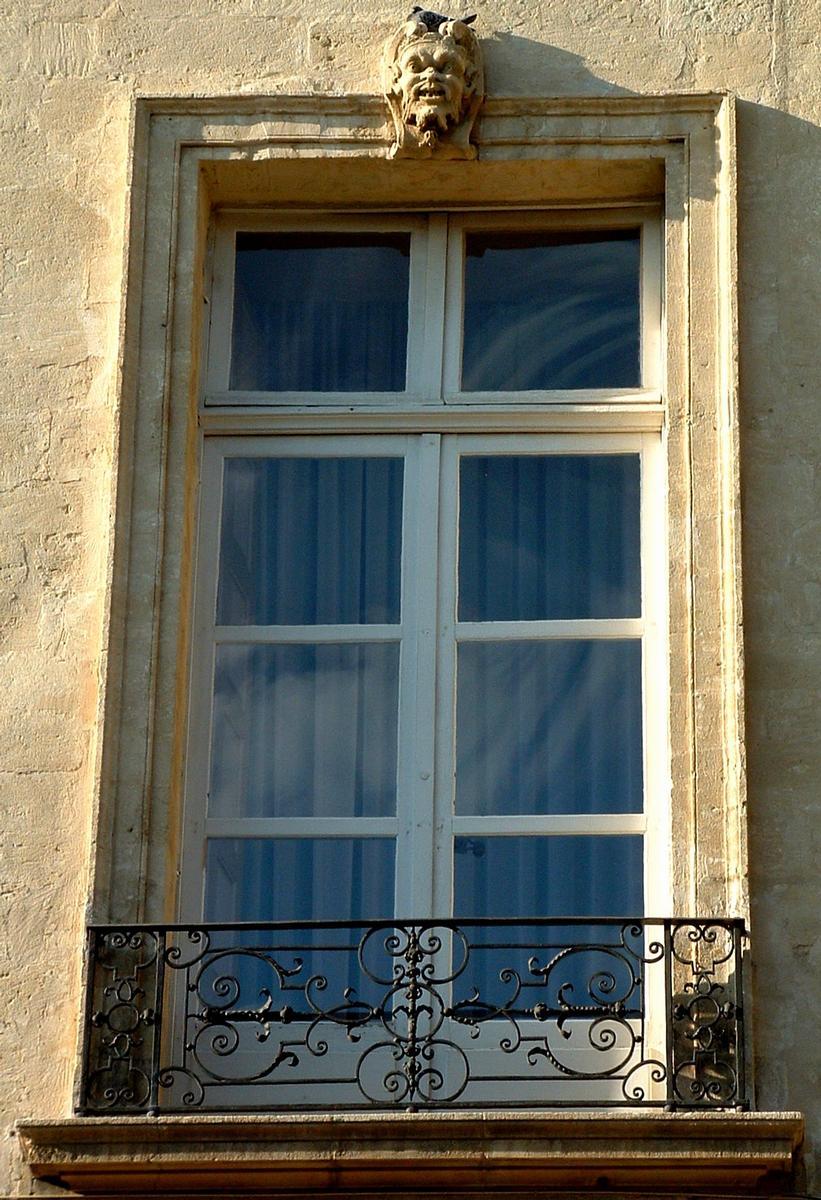 H tel de forbin de sainte croix avignon 1718 structurae for Decoration facade fenetre