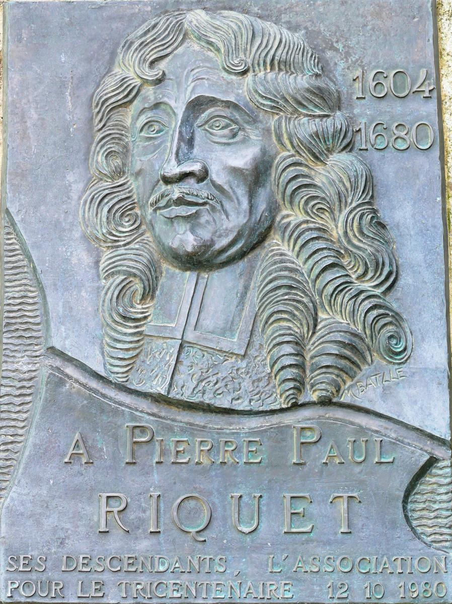 Fiche média no. 102598 Canal du Midi - Pierre-Paul Riquet - Plaque commémorative placée sur le barrage de Saint-Ferréol pour le tricentenaire de sa mort (on remarque que sa naissance a été fixée en 1604 au lieu de 1609 - ces deux dates sont discutées, mais 1609 semble la plus probable)