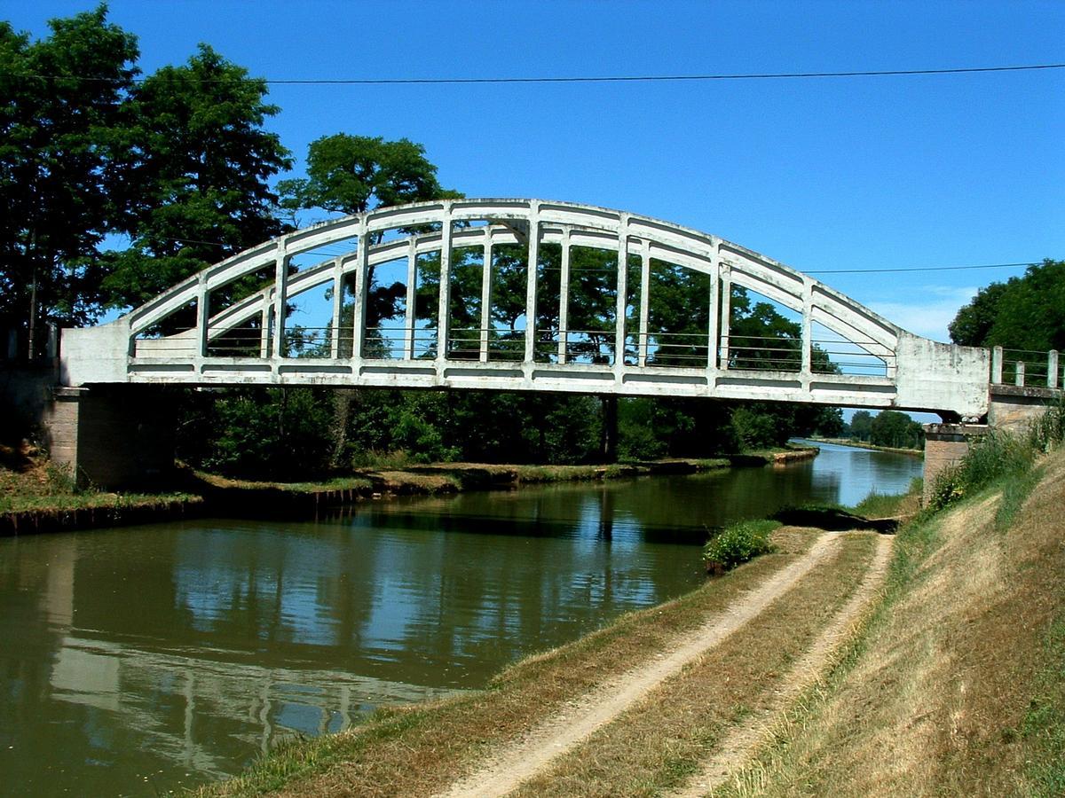 devinette  - Page 4 Canal_lateral_a_la_loire_pont_bow_string_sur_le_canal_au_nord_de_gannay_sur_loire