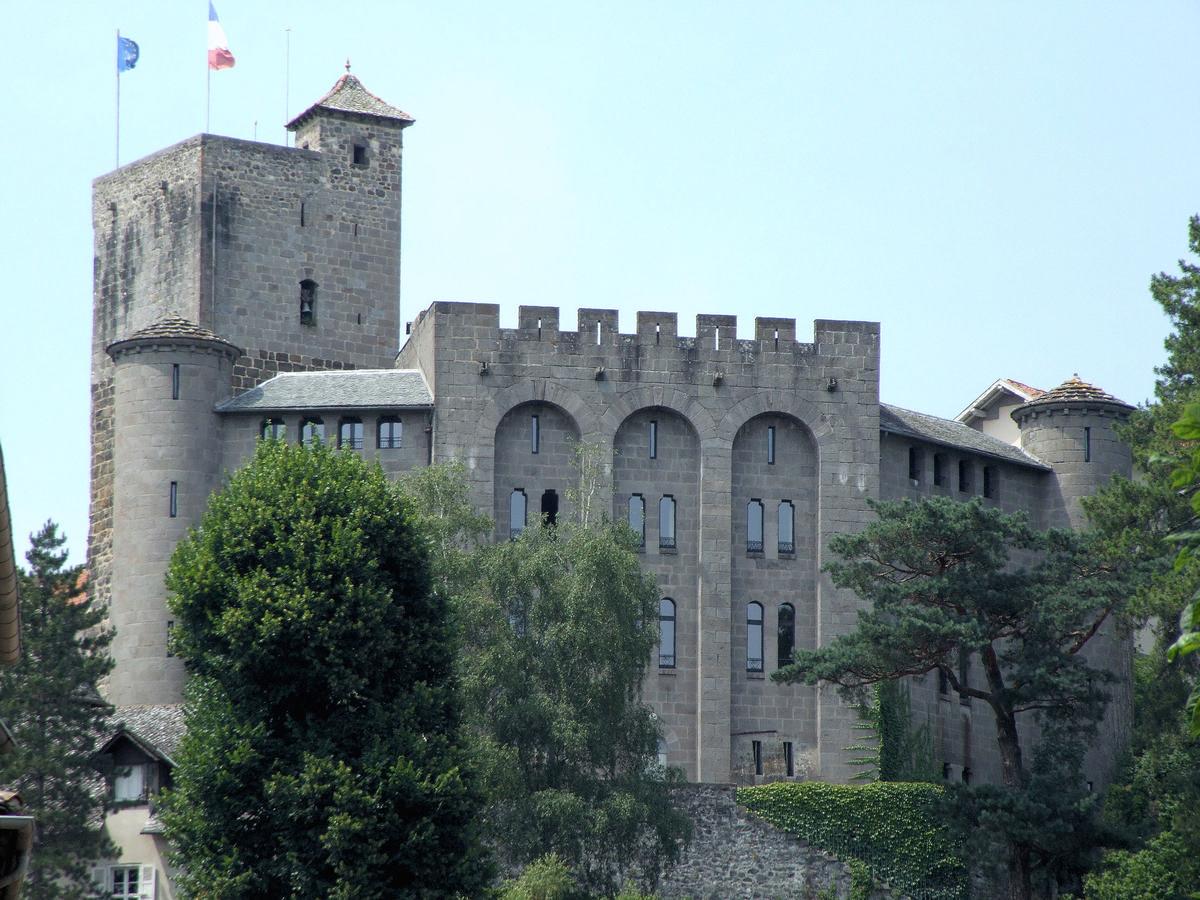 Villes et villages de charme du Cantal Aurillac_chateau_saint_etienne_1