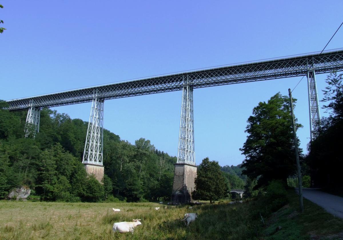 Busseau-sur-Creuse - Le viaduc de Busseau - Ensemble vu de la vallée de la Creuse, côté amont
