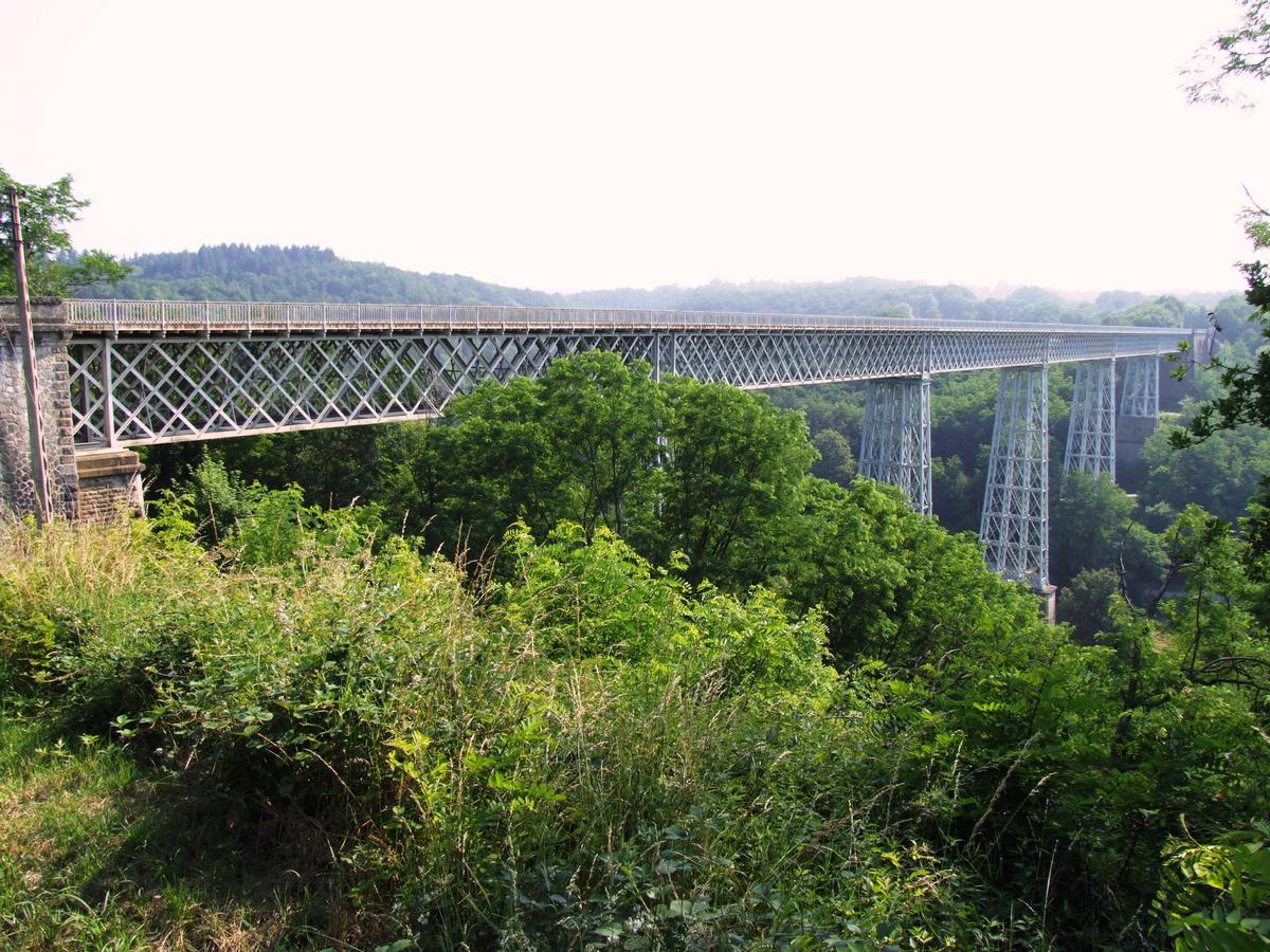Busseau-sur-Creuse - Le viaduc de Busseau - Ensemble vu de Busseau-sur-Creuse, côté amont