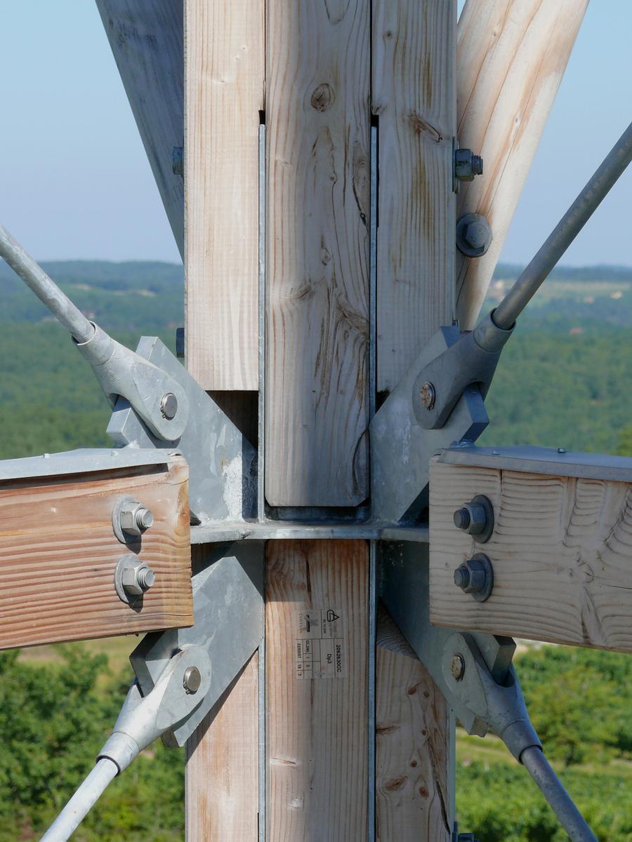 Fiche média no. 117171 Florimont-Gaumier - Moncalou - Tour panoramique de Moncalou - Noeud d'ancrage des contreventements de la tour et d'appui des poteaux supportant les palées intermédiaires