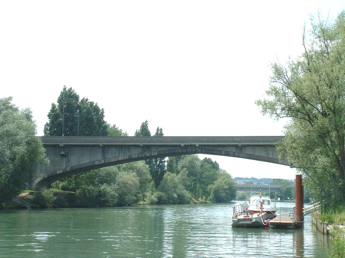 Railroad bridge across the Marne at Noisy-le-Grand.