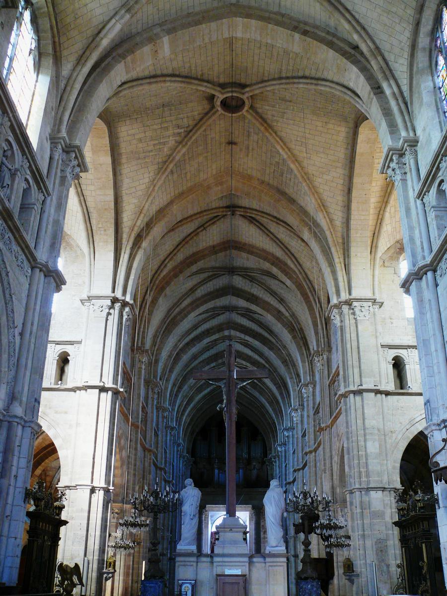 Cathédrale Saint-Mammès de Langres - La nef vue du choeur