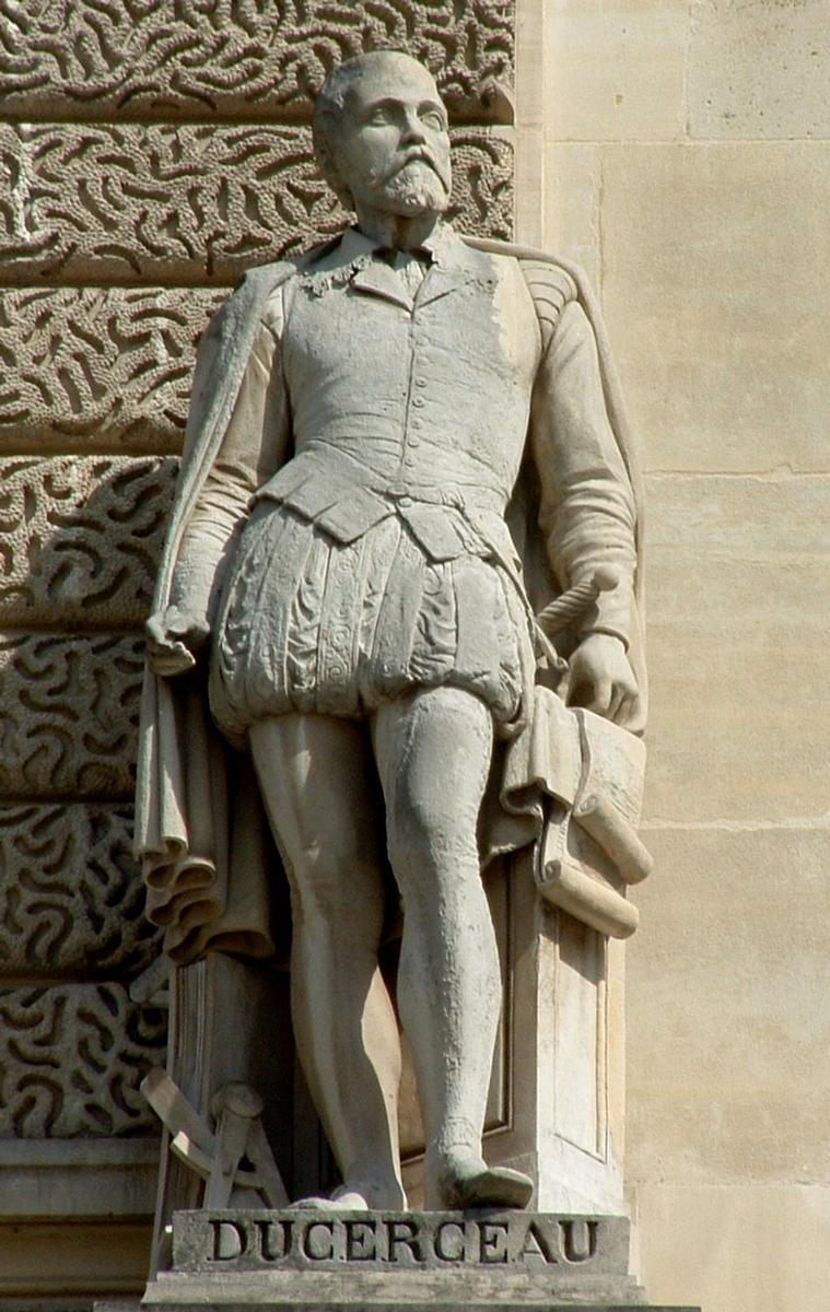 Statue von Jacques Androuet du Cerceau, Teil der Fassade des Louvre.