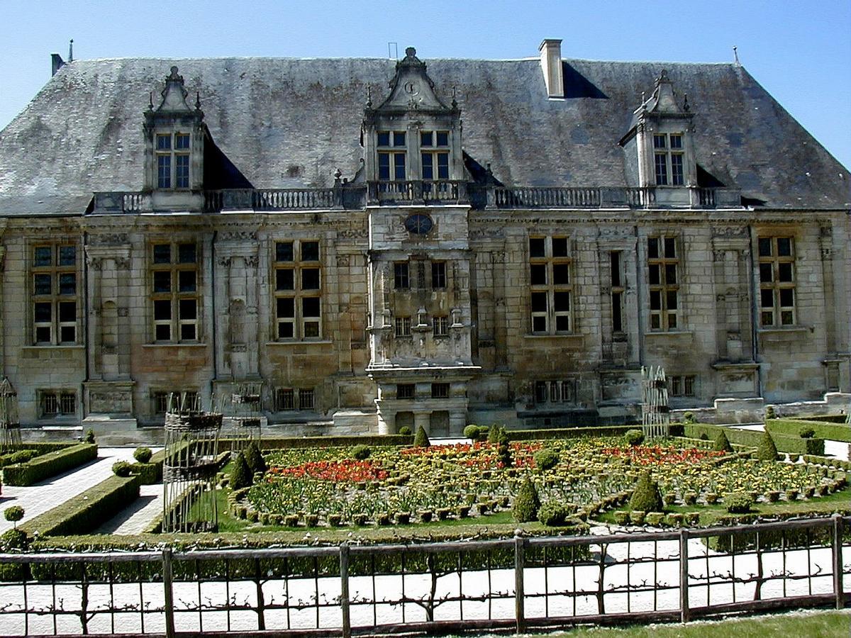 Château du Grand Jardin (Joinville, 1546)  Structurae