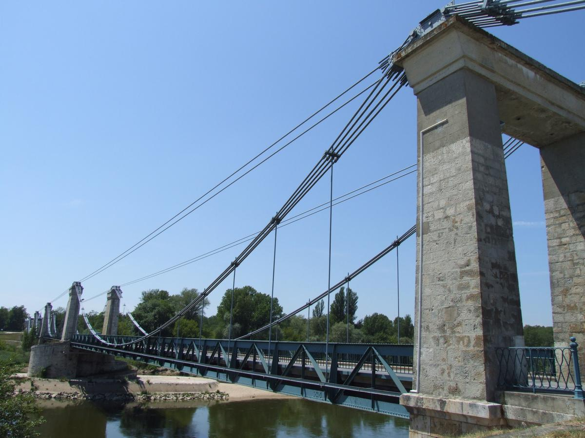 Châtillon-sur-Loire Suspension Bridge