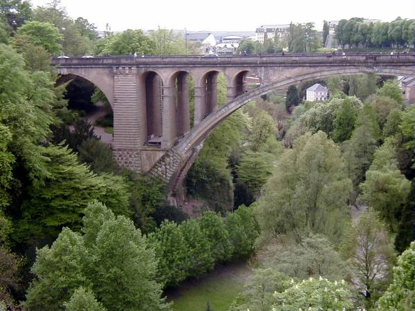 Pont Adolphe, Luxembourg.Demi-arc rive droite