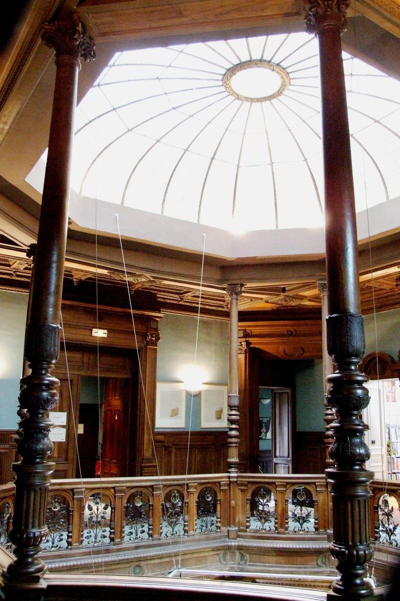 Bar-le-Duc - Château de Marbeaumont (médiathèque Jean Jeukens) - Hall au premier étage avec couloir circulaire donnant accès aux chambres