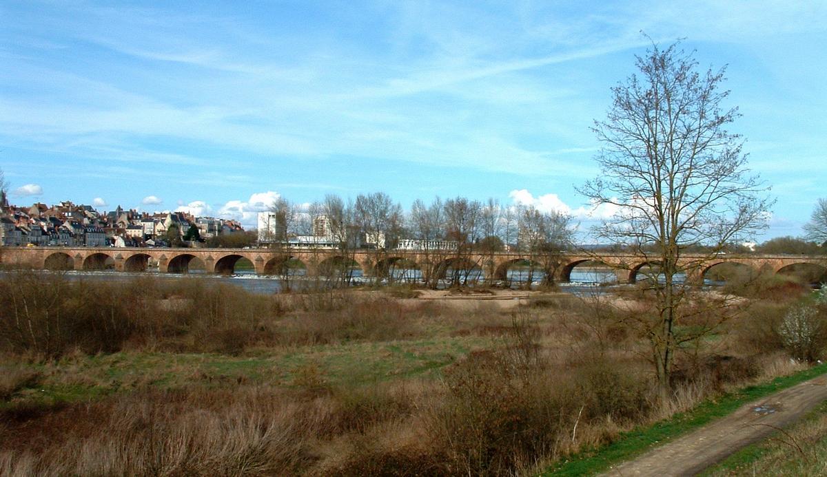 Nevers - Pont-Neuf sur la Loire - Ensemble