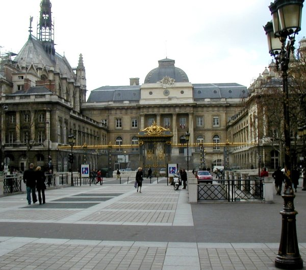 Palais de justice and Sainte Chapelle in Paris